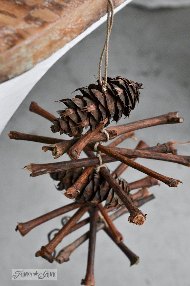 Hoe maak je een wijnstok takje en dennenappel krans voor Kerstmis of elk seizoen te maken, via http://www.funkyjunkinteriors.net/