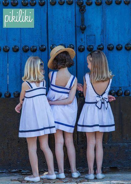 Niñas de arras con vestidos marineros
