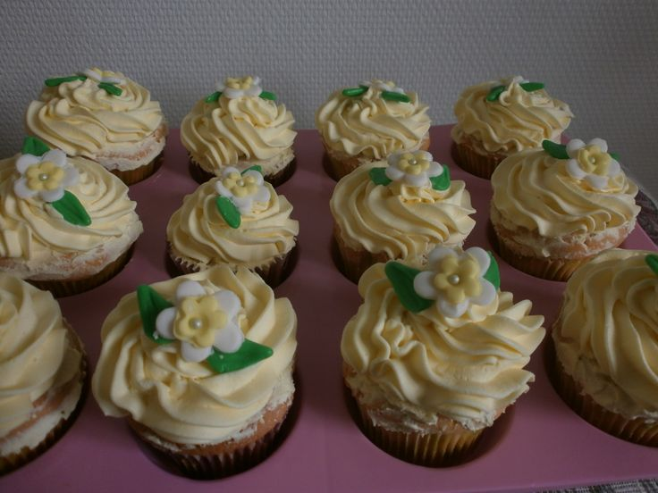 Easter Vanilla Cupcakes
