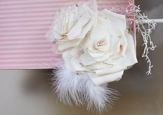 Copricapo da sposa fiore di seta Duble  di JonidaSmakaj su Etsy, €130.00