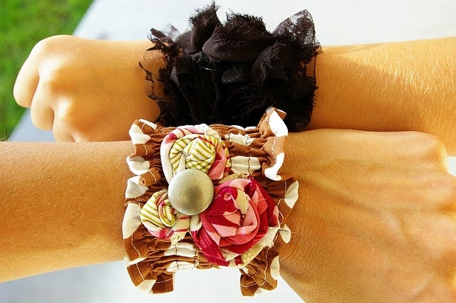 Ruffly Wrist Cuff Tutorial from Meg @brassyapple: Projects, Tutorials, Diy Jewelry, Ruffled Wrist, Wrist Cuffs, Apples, Craft Ideas, Fabric Cuffs