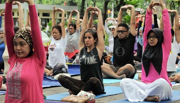 Geliat Warga Ikuti Senam Yoga Bersama