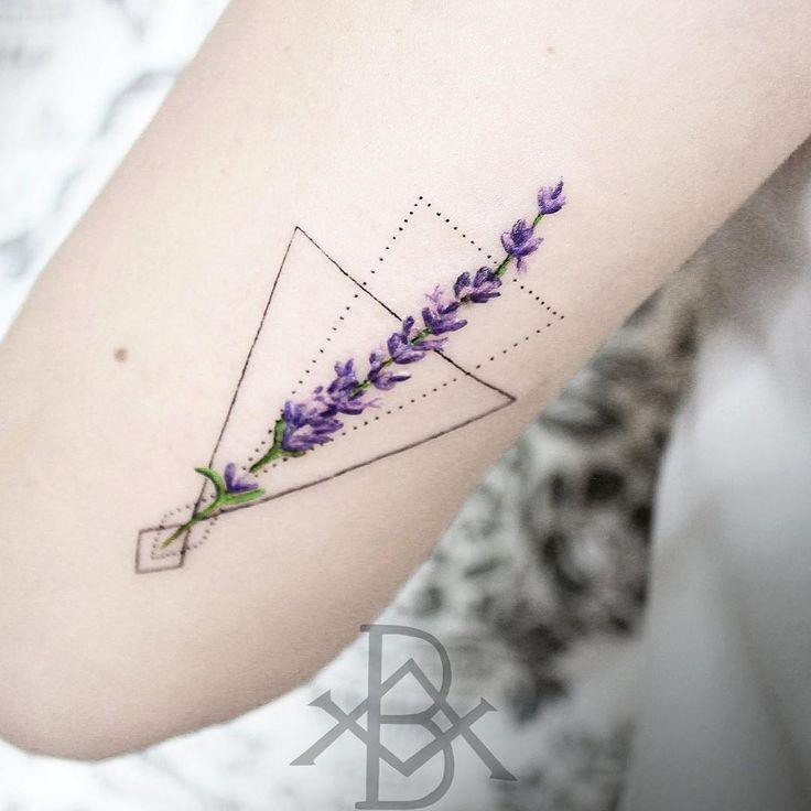 #mulpix Tatuagem colorida não é minha especialidade mas hoje abri uma exceção pro Ramo de lavanda da Viviane com formas Geométricas :) brunoalmeida.art@gmail.com  #campinas  #sp  #campinastattoo  #geometry  #geometric  #tatuagem  #equilattera  #flower  #lavanda  #tattoo2me  #inspirationtattoo  #tatuagensfemininas  #inspiredtattoos