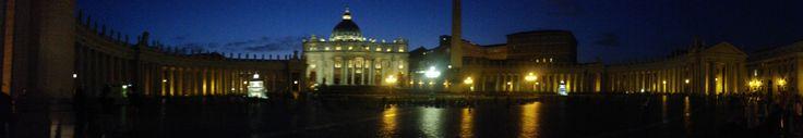 Panorama van de Sint-Pietersbasiliek in Vaticaanstad.  Het is een belangrijk bedevaartsoord voor katholieken