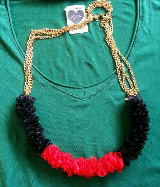 Black n red wrinke necklace