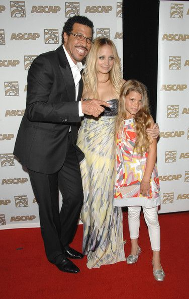 Singer Lionel Richie Turns 60 in 2008 with daughters Nicole & Sophia