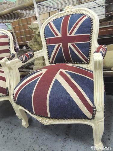 Le poltroncine una con Union Jack l'altra Star & Stripes
