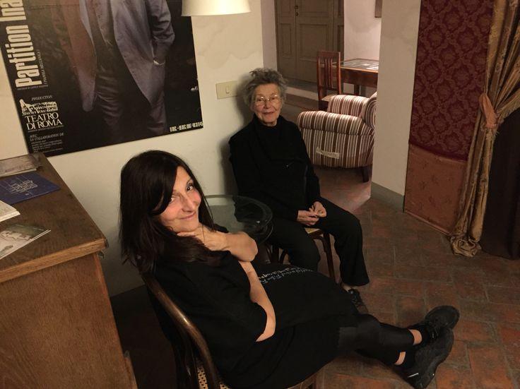 Sheila Concari con Emmanuelle Riva in attesa al Cinetandem
