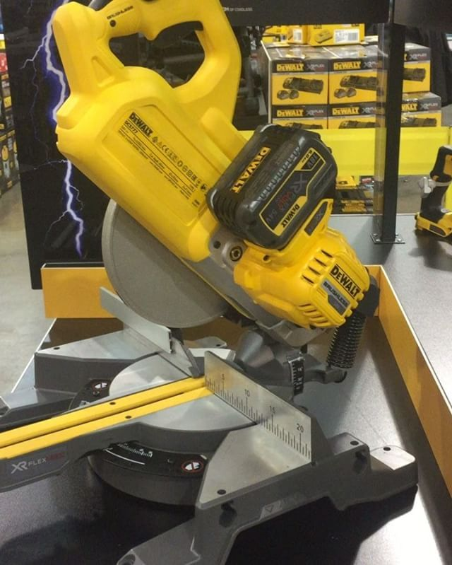 Introducing the new FlexVolt Brushless 54volt, 216mm Slide Compound Mitre Saw DCS777🙌 It's so compact & loaded with heaps of feature. Definitely #🛠❤️approved @dewalttough @dewalt_australia #we❤️tools #dcs777 #dcs777t2xe