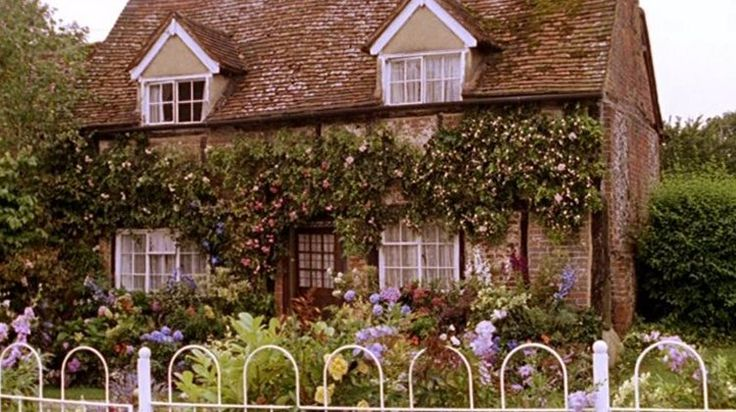 'Agatha Christie Marple 1.2 The Murder at the Vicarage' (2004) locations