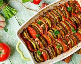 Tian de légumes à la provençale pour entrée légère et estivale : http://www.fourchette-et-bikini.fr/recettes/recettes-minceur/tian-de-legumes-a-la-provencale-pour-entree-legere-et-estivale.html