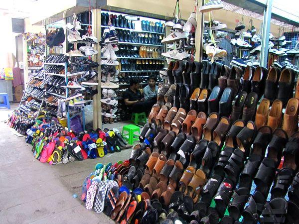 Shoes_Central_Market_Phnom_Penh.jpg (600×450)