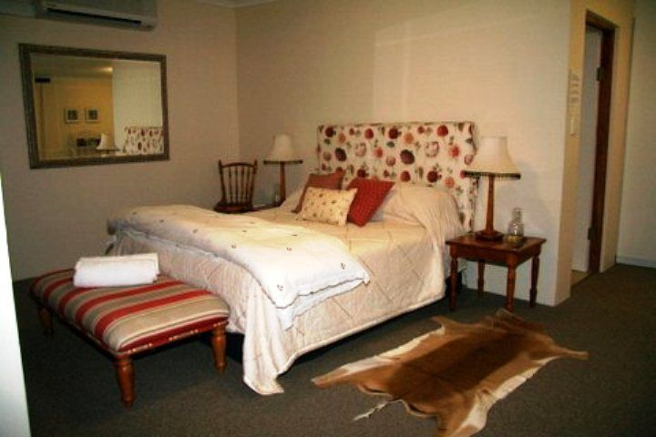 Tarrywood Farm Cottage - Tarrywood Farm Cottage offers guests a comfortable stay with beautiful farm and mountain views, just five minutes from Fancourt Golf Course and the airport as well as 12 minutes away from George.  The ... #weekendgetaways #george #southafrica
