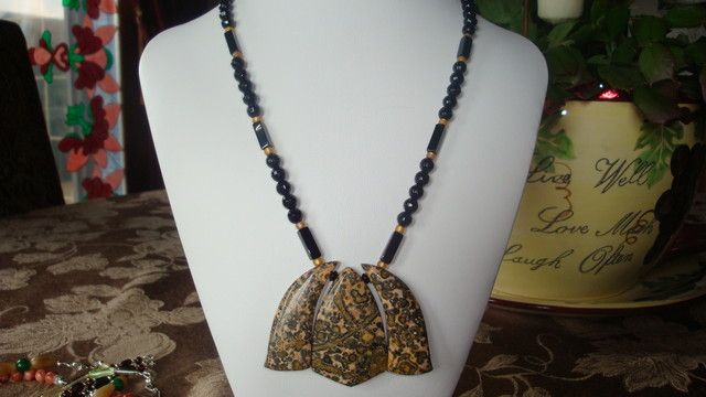 18 INCH LONG NECKLACE OF ONYX AND JASPER  NATURAL ONYX AND JASPER  NECKLACE FROM GEMROCKAUCTIONS.COM