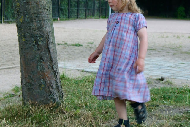 Another upcycled dress from a man´s shirt (Schnitt: Lillesol und pelle)
