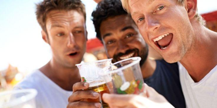 Zo houdt een combinatie van bier en vrienden jou gezond- Menshealth.nl
