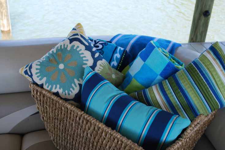 Pontoon Picnic | Home is Where the Boat Is