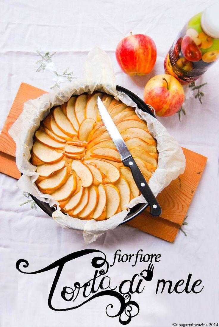 "Torta ""fiorfiore"" di mele (vegan)"
