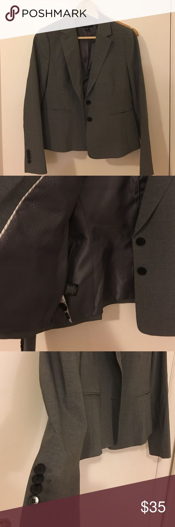 Selling this Ann Taylor gray blazer in size 8Petite on Poshmark! My username is: vanessita_jd. #shopmycloset #poshmark #fashion #shopping #style #forsale #Ann Taylor #Jackets & Blazers