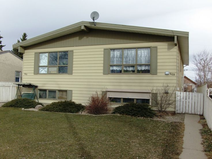 "What a bargain! Impeccable & meticulously kept ""Move in Ready"" 1/2 duplex offers open design, large windows for lots of natural light, nice spacious rooms throughout, fantastic quiet neighbours, rear lane parking and a private back yard with concrete patio. OWN this home for $765.63/mnth. P.I. Based on 5% down @ 2.5% variable over 25 yrs. O.A.C. that's CHEAPER than rent! -  SOLD!"
