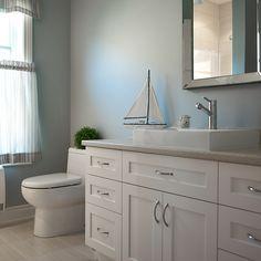 Salle de bain style contemporain avec comptoir en stratifié