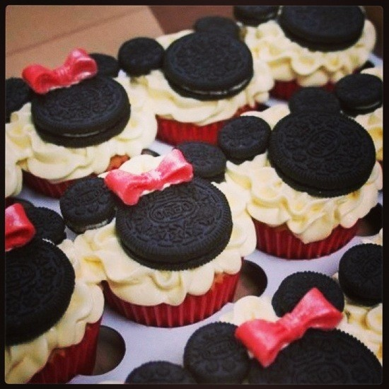Minnie and Mickey Mouse Cupcakes! #disney  #desserts #baking #chocolate #try