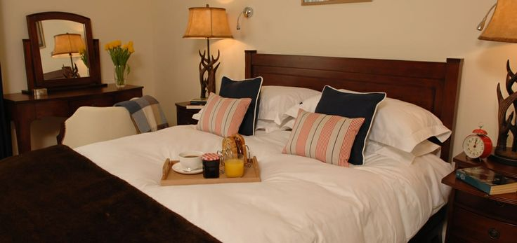 Apartment 19 is probably the most favourite for couples at Hawke's Point. A romantic bolthole with king size bed, balcony overlooking the sea, and complimentary sparkling wine from the award winning Camel Valley Vineyard. The perfect romantic retreat at any time of year.