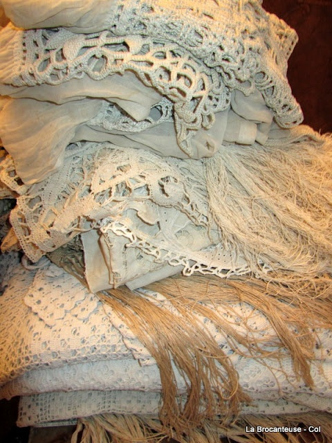 french linen and lace bistro curtains- unpacking