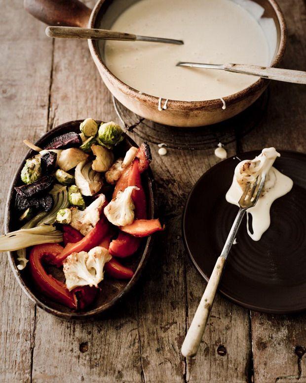Dit recept is afkomstig uit Buitenleven(het magazine van ANWB), en werd gefeatured ineen reportage over het culinair erfgoed van Nederland, met uit elke provincie één specifiek gerecht. Smelt de boter in de pan. Voeg de bloem toe en bak deze in de boter tot deze korrelig wordt en aan de bodem van de pan begint […]