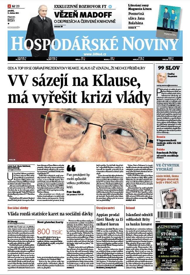 11.4.2011 - Hit webu: Klaus si záhadně strčil pero do kapsy. Všimli si ho i Švýcaři