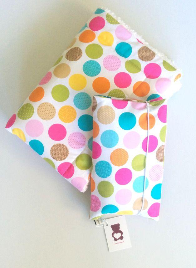 Windeltasche mit kunterbunten Punkten // diaper bag with happy colorful dots via…