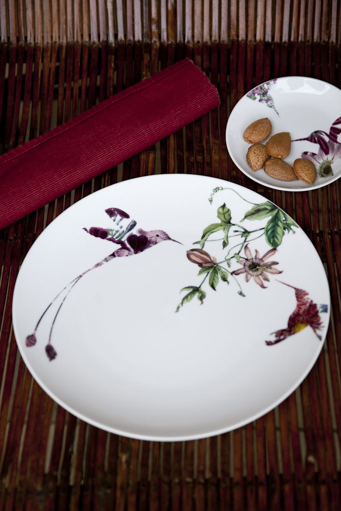 Colibrì 2 piece set in white porcelain reproduces a modern interpretation of classic Chinese paintings - €34.00  #porcelain #handmade #tableware  http://www.dishesonly.com/products/colibri-bird-porcelain-dinner-set