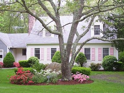 Front yard landscaping for cape cod home cape cod style for Landscaping for cape cod style houses