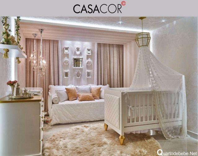 Quarto de bebê rosa com dourado luxuoso exposto na Mostra Casa Cor.