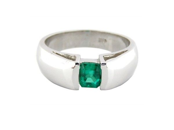 18K white gold handcrafted ring with 0.77 Ct. emerald cut emerald