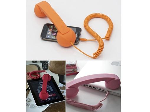 O fone de ouvido retrô, conhecido como Mosh Mosh Pop Phone, é a nova moda entre as celebridades nacionais e internacionais.
