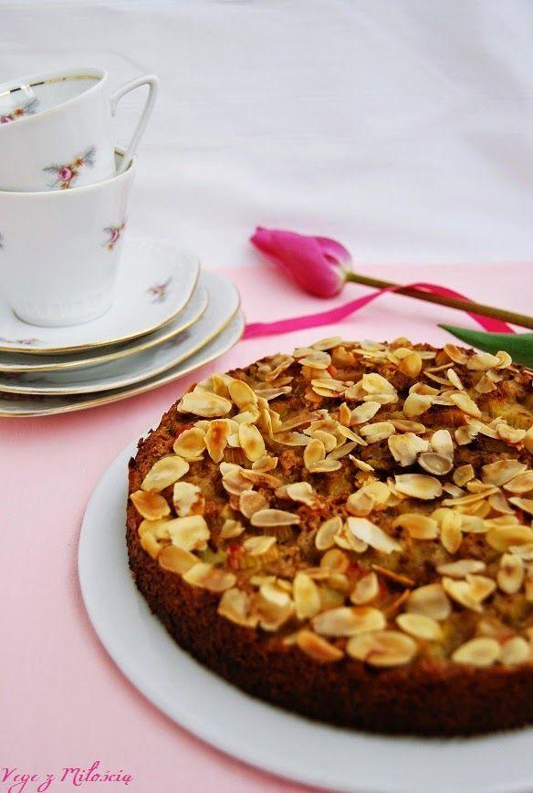 Vege z Miłością: Migdałowe ciasto z rabarbarem