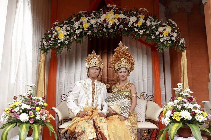 Payas Agung is balinese traditional wedding uniform.