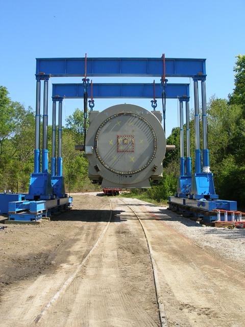 Hydraulic cylinder lifting gantry.