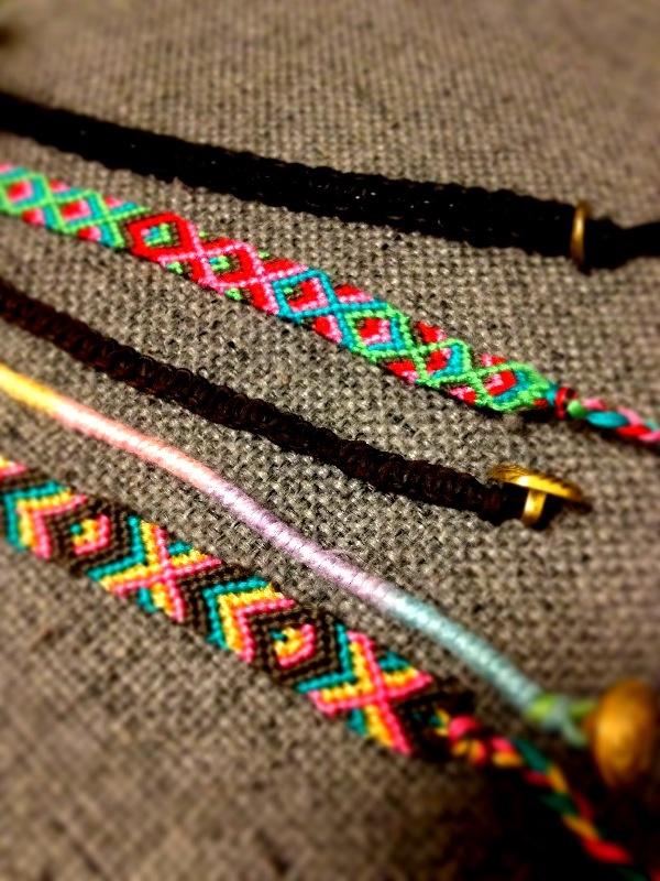 【編み方で違う!】ミサンガの種類