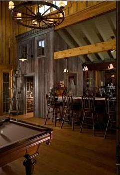 Salle de billard, mini bar, lustre en roue de chariot