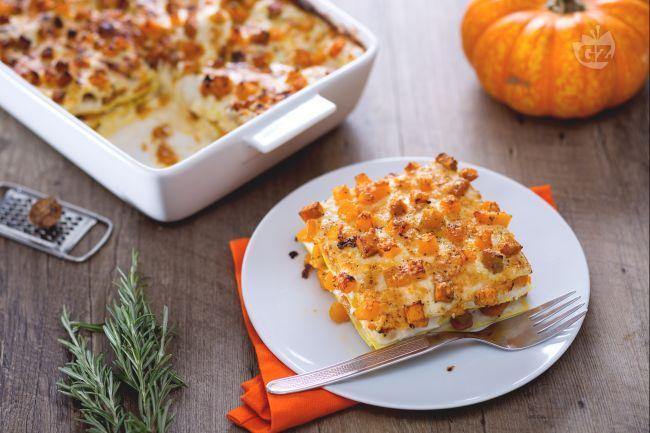Le lasagne alla zucca sono le lasagne autunnali per eccellenza a base della regina di questa stagione: la zucca! Morbide e delicate vi conquisteranno!