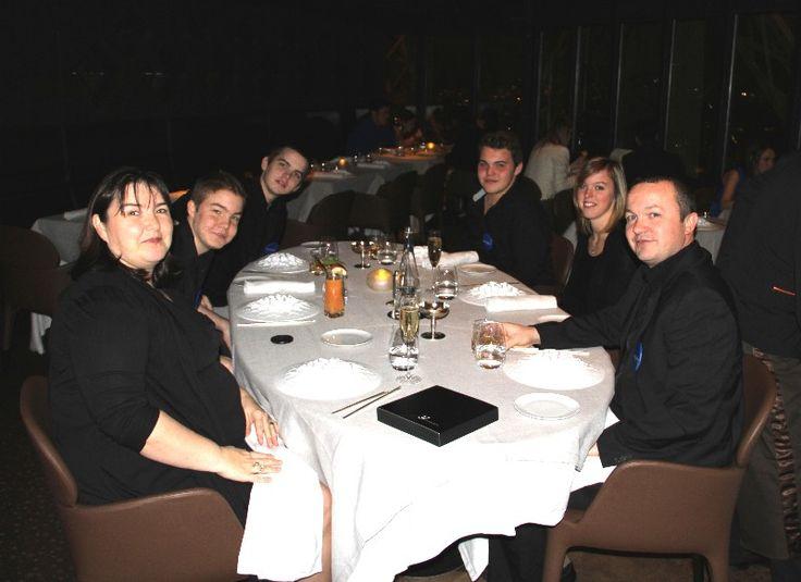 Théophile, 15 ans, a vu son vœu le plus cher se réaliser: diner en famille au restaurant Le Jules Verne en haut de la Tour Eiffel (pour en savoir plus : https://www.facebook.com/makeawishfrance )