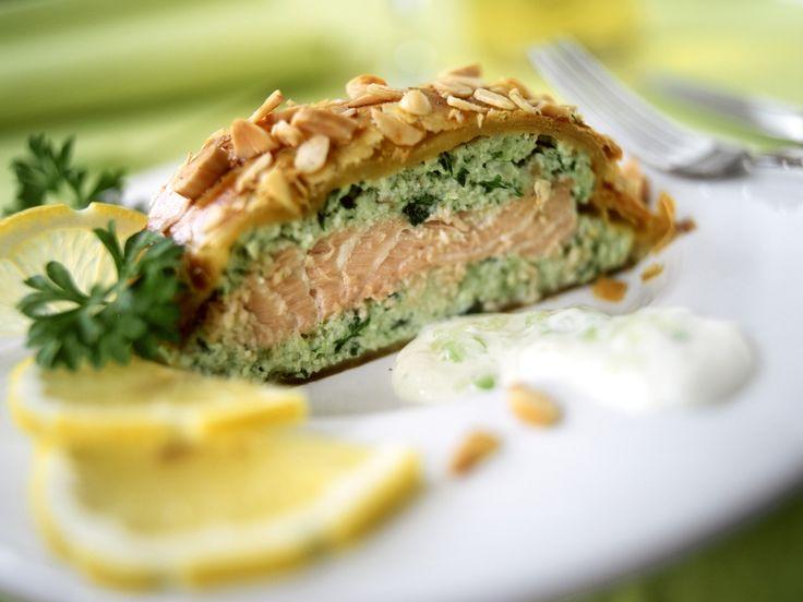 Blätterteig-Lachs mit Mandeln   Zeit: 1 Std. 15 Min.   http://eatsmarter.de/rezepte/blaetterteig-lachs-mit-mandeln