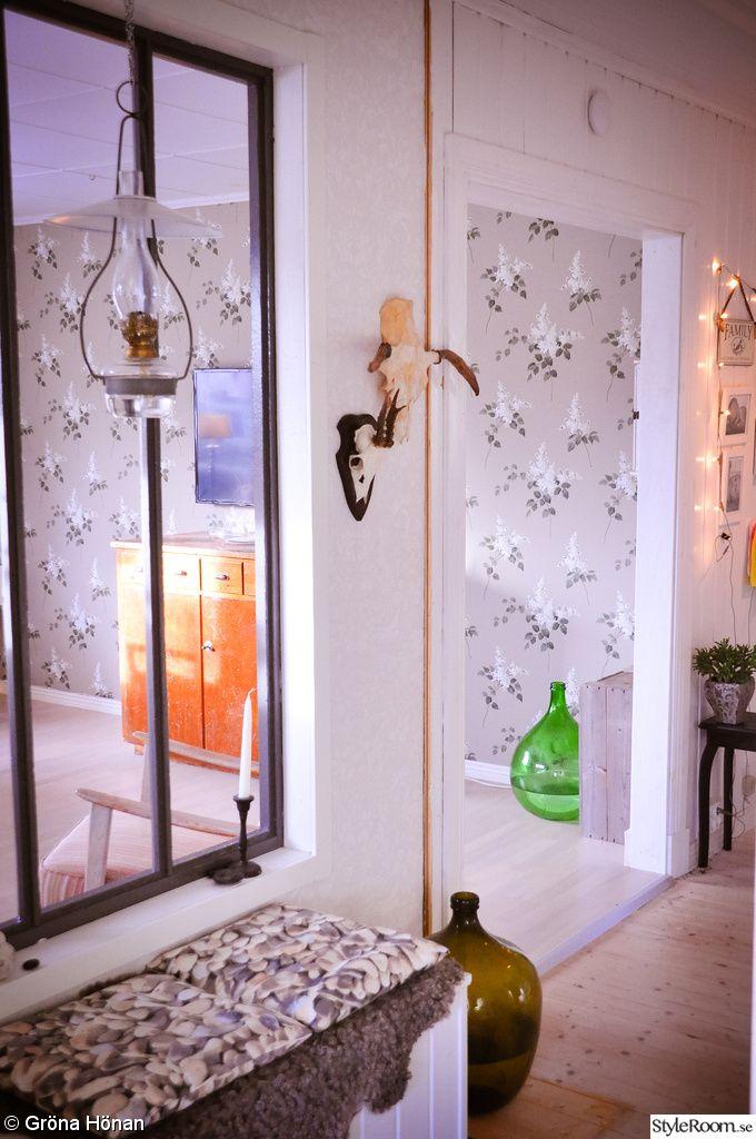 Fönster mellan rummen. fönster mellan hall och vardagsrum
