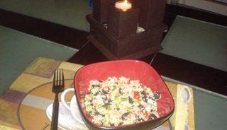 Salade de couscous assaisonnée à la grecque