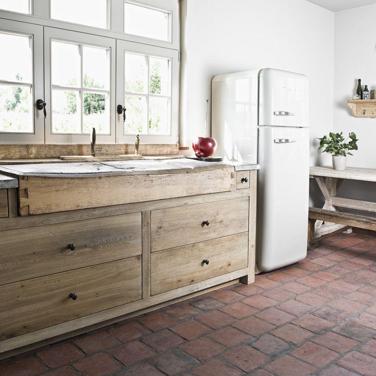 Massieve keuken met authentieke decoratie kitchen with authentic details soft closing - Deco oude keuken ...