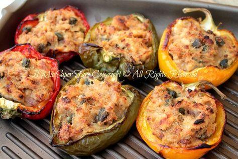 Peperoni ripieni di tonno al forno : ricetta facile, economica dal sapore deciso ma poco invadente, il peperone riesce a conferire al ripieno aroma e gusto