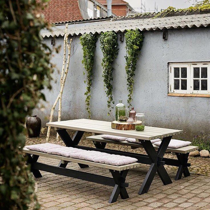 Time for outdoor living  Vi har havemøbler til din påskefrokost  #urbangardencompany #havemøbler #bordbænkesæt