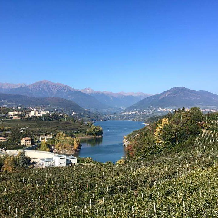 Quest'autunno ci sta regalando delle giornate meravigliose! pH @stradadellamela #pomaria #valdinon #mybelsoggiorno